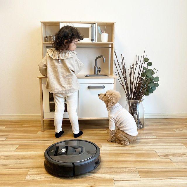 Naše robotické vysavače si oblíbí malí i velcí! 👶 👵 A ovládat je zvládnou taky všichni.