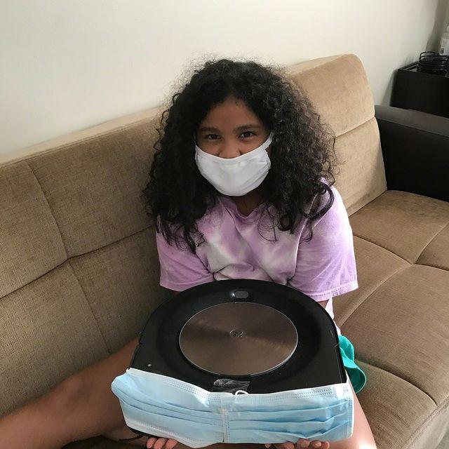 Roomba roušku nepotřebuje - sama čistí podlahy i vzduch těmi nejmodernějšími AeroForce filtry. 🦠😷🌱