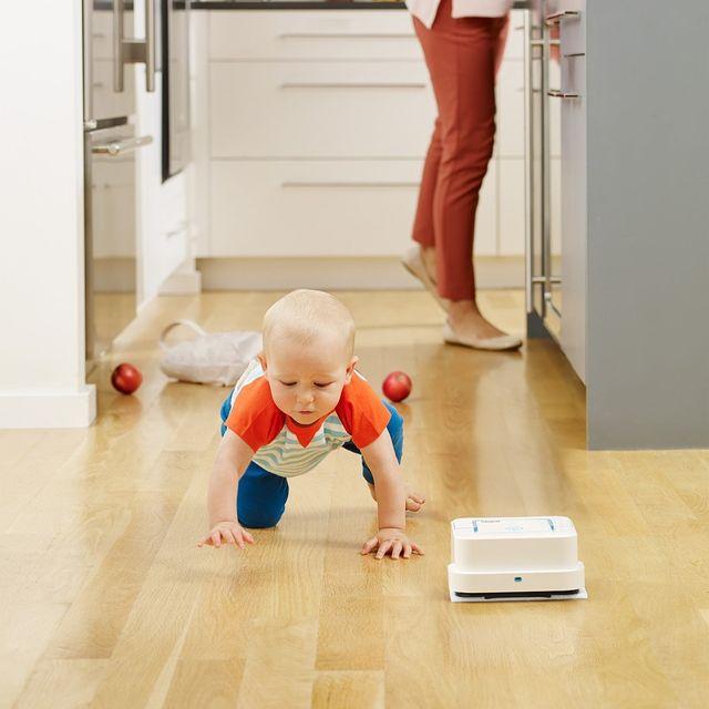 Podlaha, ze které by se dalo jíst? 🥗 S mopy iRobot Braava každodenní realita mnoha českých domácností. 👩👧👦